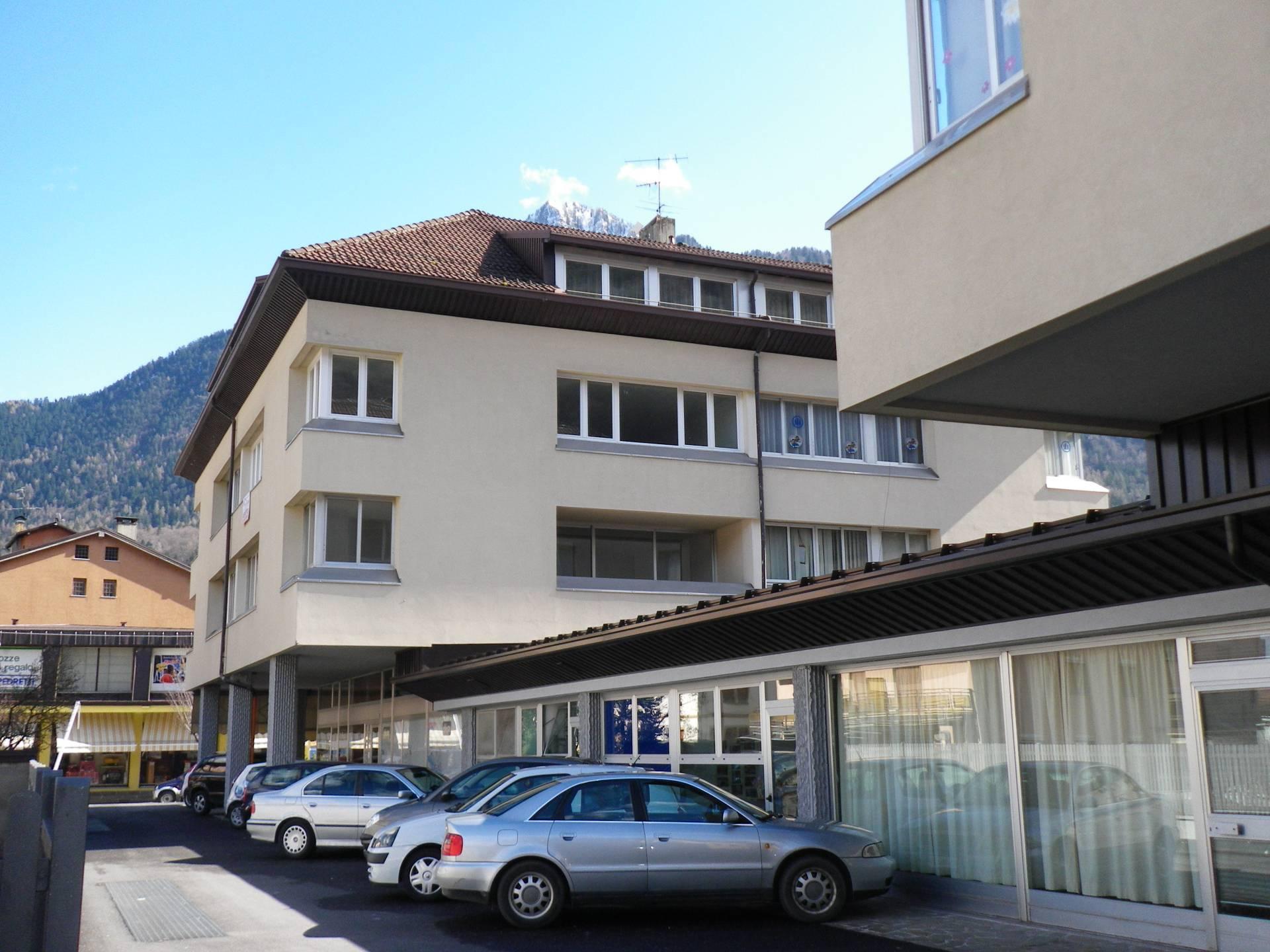 Negozio / Locale in affitto a Tione di Trento, 9999 locali, prezzo € 500 | CambioCasa.it