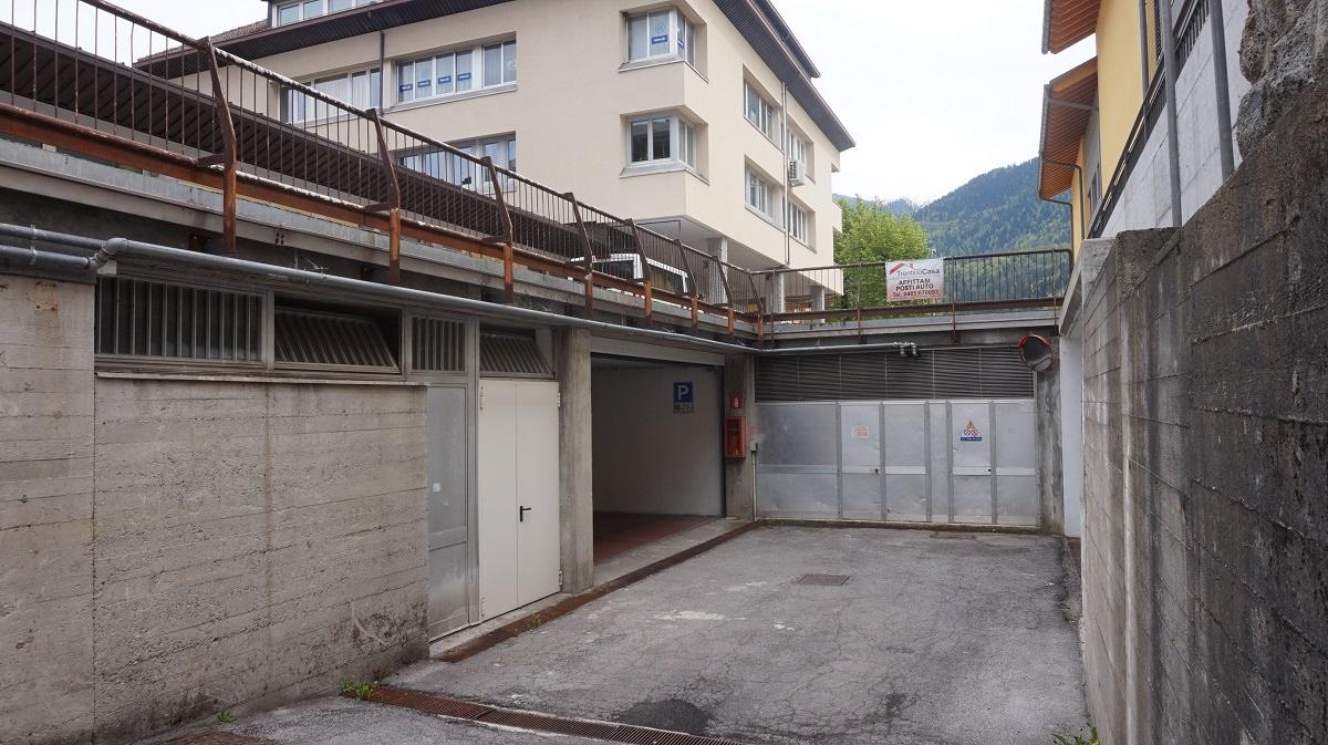 Magazzino in affitto a Tione di Trento, 9999 locali, prezzo € 800 | CambioCasa.it