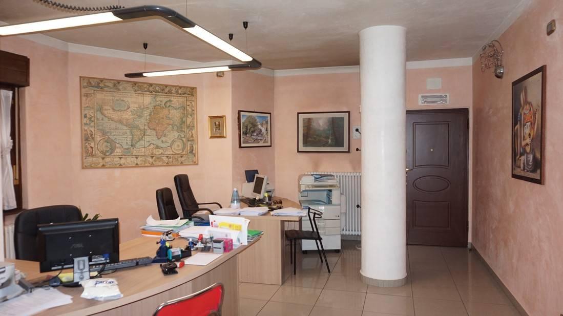 Foto appartamento in vendita a Tione di Trento (Trento)