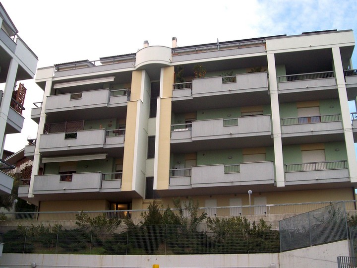 Appartamento in vendita a Spoltore, 6 locali, zona Località: CENTRO, prezzo € 179.000 | Cambio Casa.it