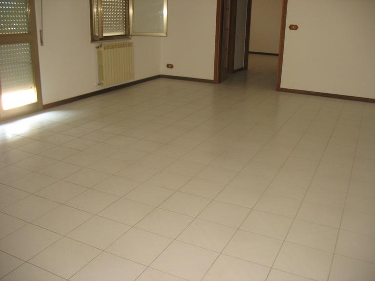 Appartamento in affitto a Spoltore, 3 locali, zona Località: S.aTeresa, prezzo € 450   Cambio Casa.it