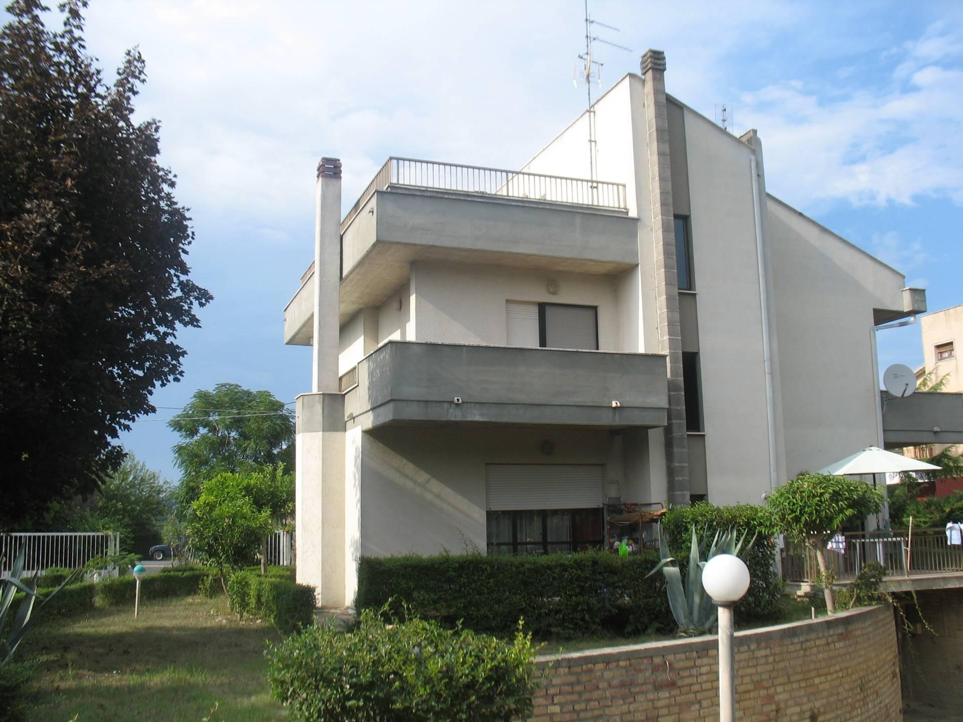 Villa in vendita a Moscufo, 9 locali, zona Località: ValleMolino, prezzo € 260.000 | CambioCasa.it