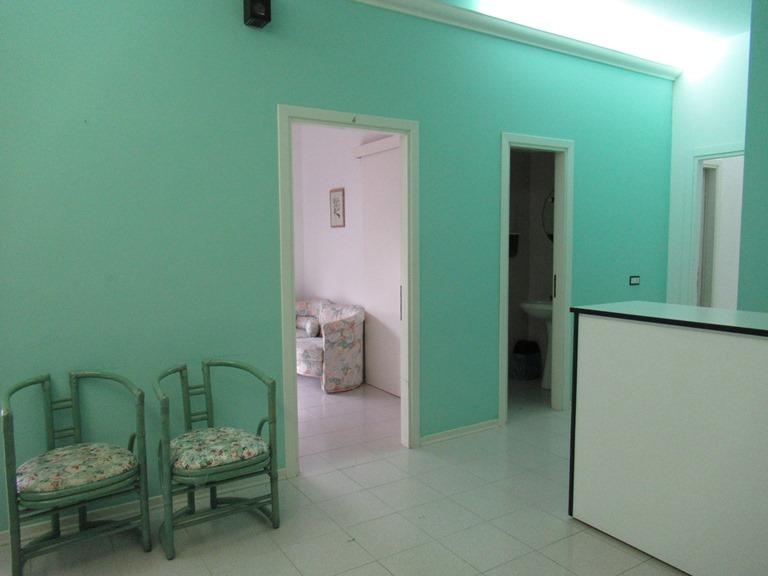 Ufficio / Studio in affitto a Spoltore, 9999 locali, zona Località: S.aTeresa, prezzo € 1.400 | CambioCasa.it