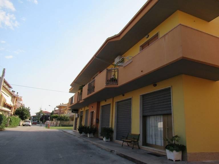 Negozio / Locale in vendita a Loreto Aprutino, 9999 locali, prezzo € 65.000 | CambioCasa.it