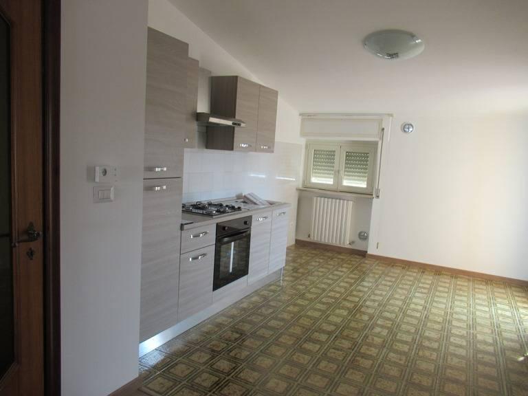 Appartamento in affitto a Spoltore, 4 locali, zona Località: S.aTeresa, prezzo € 500 | CambioCasa.it