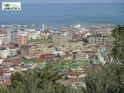 Villa in vendita a San Benedetto del Tronto, 12 locali, Trattative riservate | Cambio Casa.it