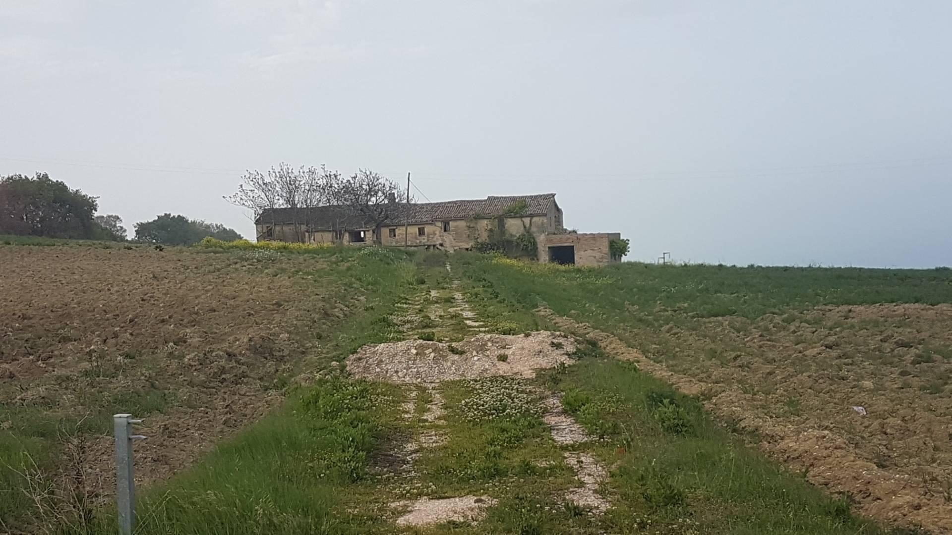Rustico / Casale in vendita a Fermo, 12 locali, Trattative riservate | CambioCasa.it