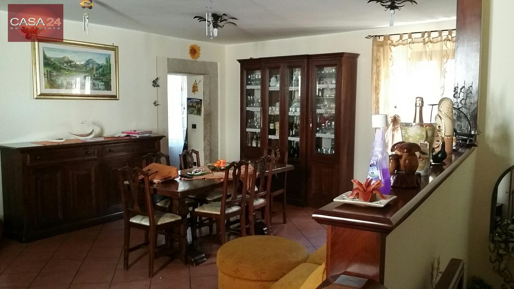 Appartamento in vendita a Sermoneta, 7 locali, zona Località: CentroStorico, prezzo € 180.000 | CambioCasa.it
