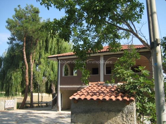 Soluzione Indipendente in vendita a Loreto Aprutino, 10 locali, prezzo € 240.000 | Cambio Casa.it