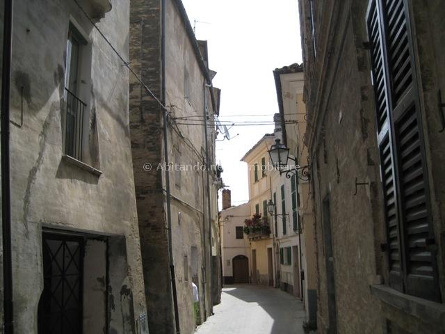 Appartamento in vendita a Loreto Aprutino, 4 locali, prezzo € 40.000 | CambioCasa.it