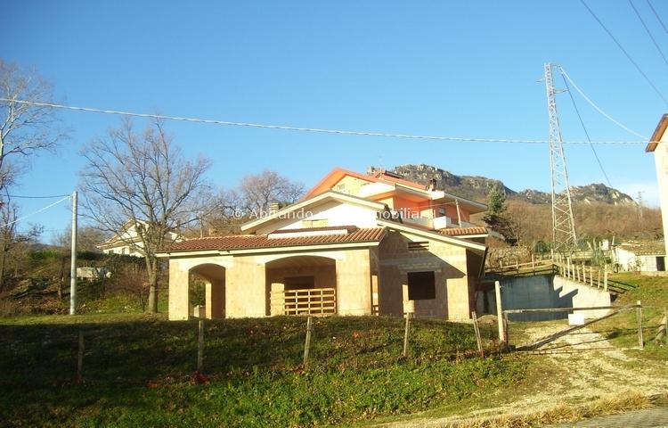 Villa in vendita a Civitella Casanova, 10 locali, zona Zona: Vestea, prezzo € 99.000 | Cambio Casa.it