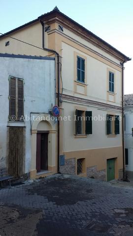 Soluzione Semindipendente in vendita a Loreto Aprutino, 13 locali, prezzo € 63.000 | Cambio Casa.it