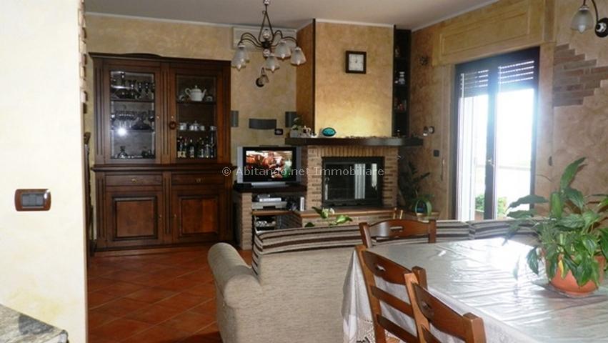Appartamento in vendita a Penne, 7 locali, prezzo € 130.000 | Cambio Casa.it