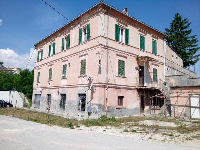 Soluzione Semindipendente in vendita a Loreto Aprutino, 10 locali, prezzo € 179.000 | Cambio Casa.it