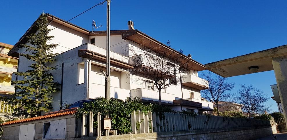 Appartamento in vendita a Penne, 6 locali, prezzo € 110.000   PortaleAgenzieImmobiliari.it