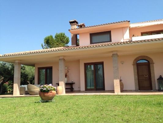 Villa in vendita a Città Sant'Angelo, 10 locali, Trattative riservate | Cambio Casa.it
