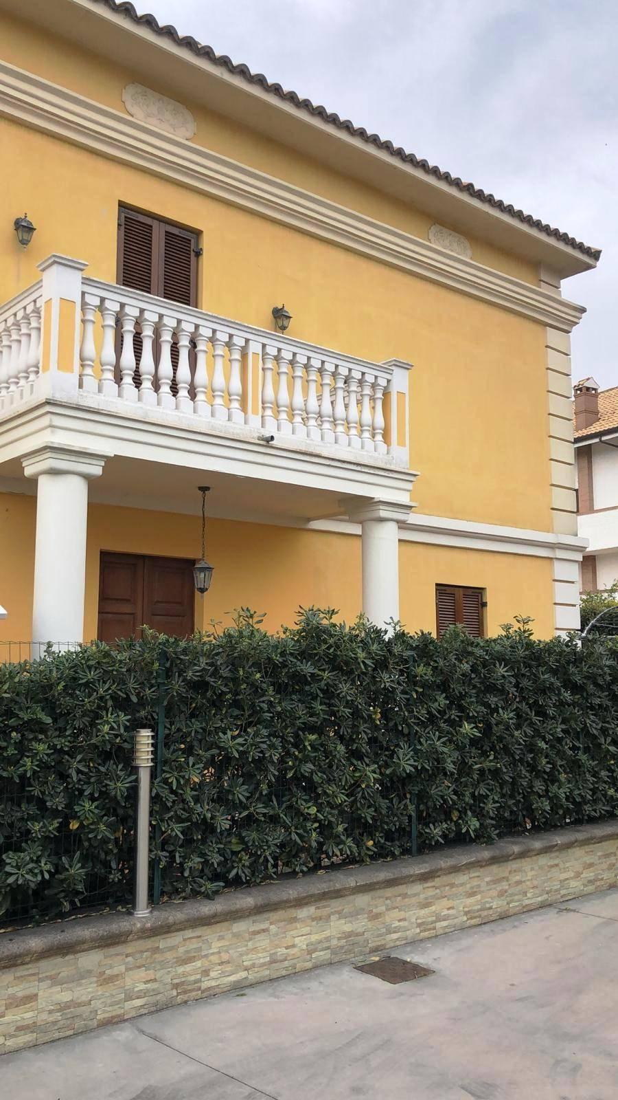 Villa in affitto a Francavilla al Mare, 5 locali, zona Località: Villanesi, prezzo € 800 | CambioCasa.it