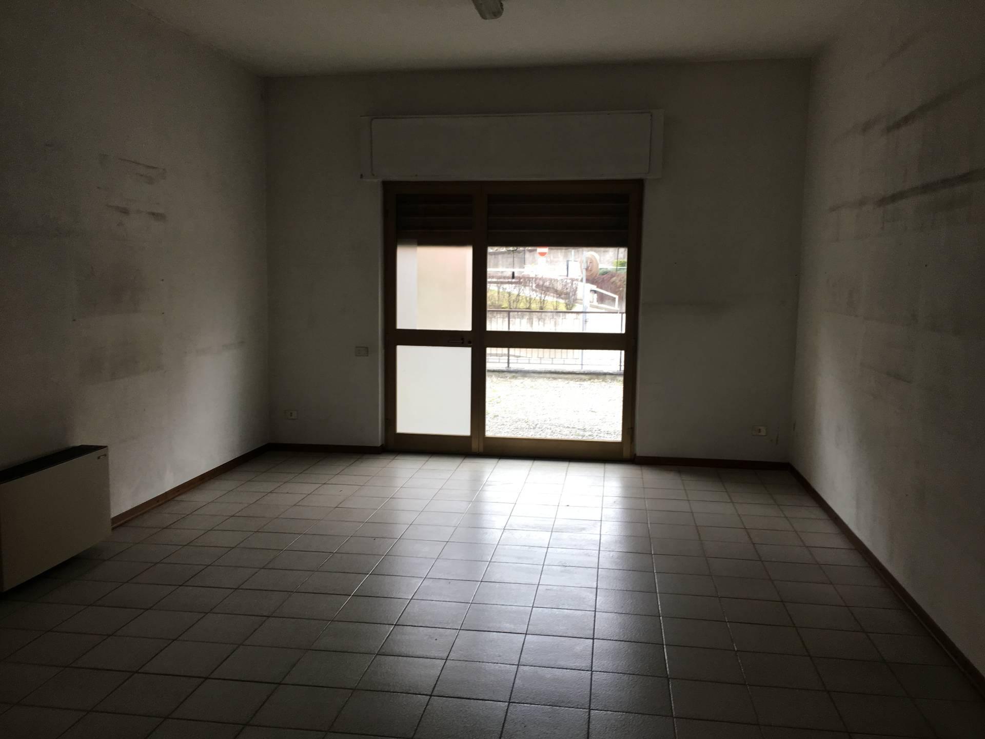 Negozio / Locale in affitto a Erba, 9999 locali, prezzo € 15.000 | CambioCasa.it
