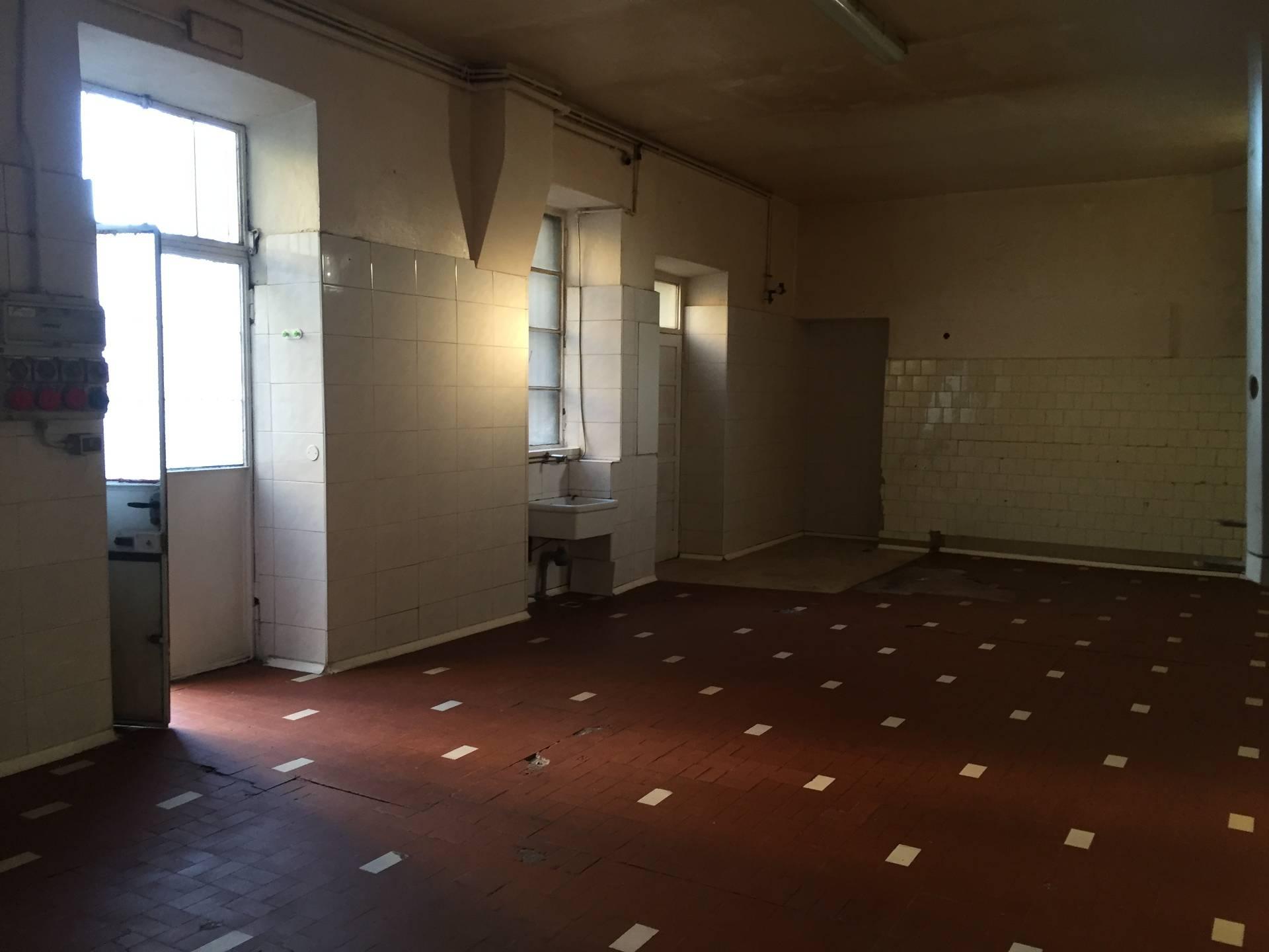Magazzino in affitto a Albese con Cassano, 9999 locali, prezzo € 300   CambioCasa.it