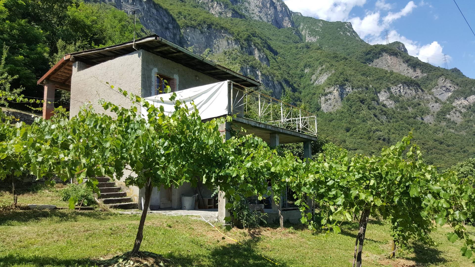 Rustico / Casale in vendita a Darfo Boario Terme, 5 locali, zona Zona: Erbanno, prezzo € 120.000 | CambioCasa.it