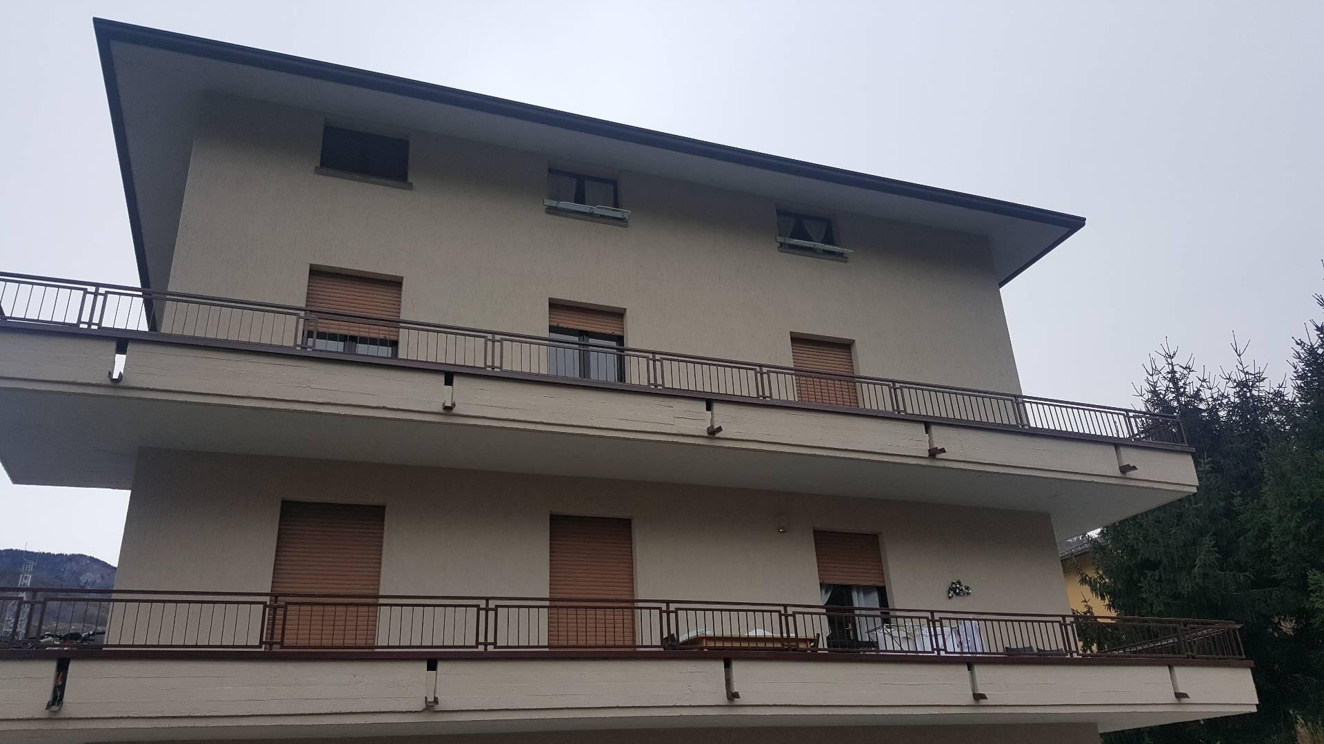 Appartamento in affitto a Breno, 5 locali, prezzo € 350 | CambioCasa.it
