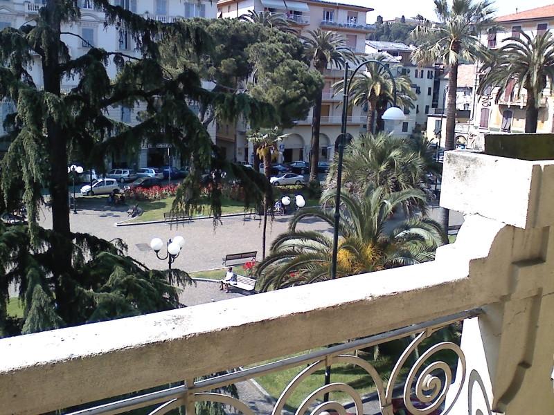 Negozio / Locale in affitto a Chiavari, 9999 locali, zona Località: centrolevante, prezzo € 1.500 | PortaleAgenzieImmobiliari.it