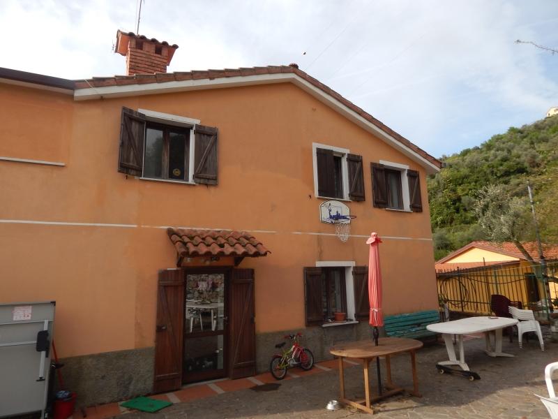 Villa in vendita a Chiavari, 7 locali, zona Località: caperana, prezzo € 500.000 | Cambio Casa.it