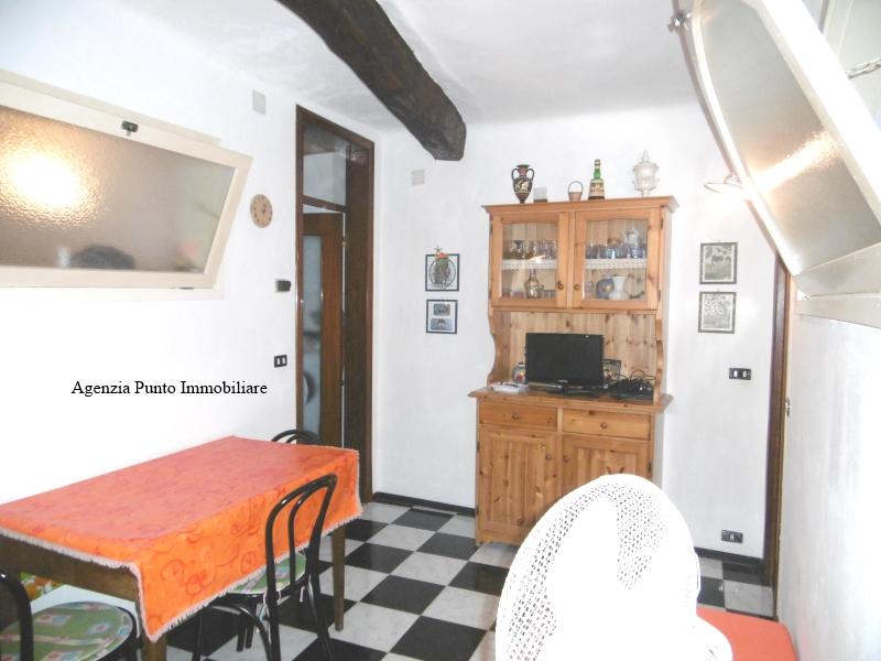 Appartamento in vendita a Chiavari, 4 locali, zona Località: Centro, prezzo € 130.000   CambioCasa.it