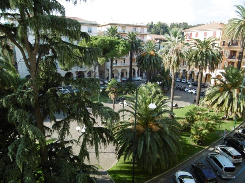 Negozio / Locale in affitto a Chiavari, 9999 locali, zona Località: Centro, prezzo € 1.200 | PortaleAgenzieImmobiliari.it