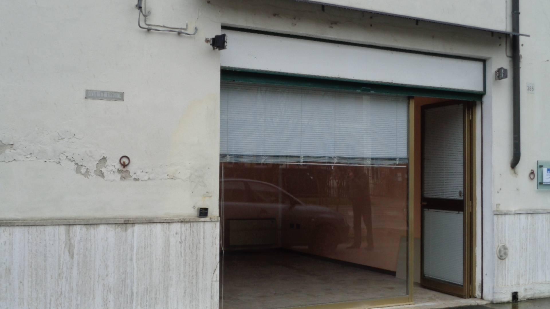 Negozio / Locale in affitto a Ferrara, 9999 locali, zona Località: SanMartino, prezzo € 350   CambioCasa.it