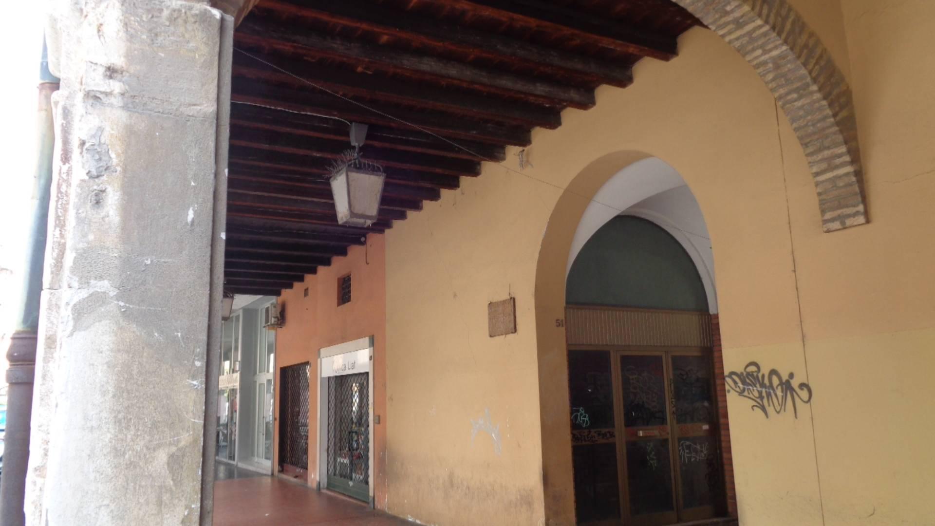 Negozio / Locale in affitto a Ferrara, 9999 locali, zona Località: Centrostorico, prezzo € 750   CambioCasa.it