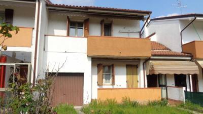 Casa con ingresso indipendente in Vendita a Masi Torello