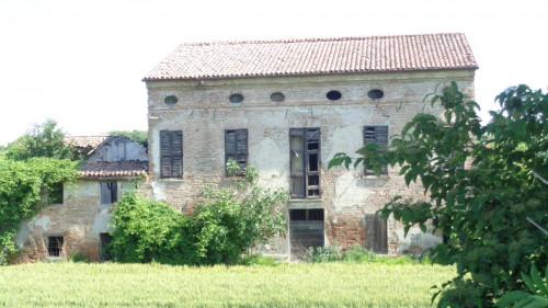 casa indipendente su quattro lati in Vendita a Ferrara