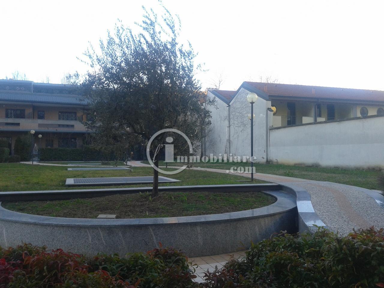 Bilocale Milano Via Giambellino 4