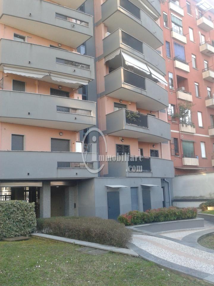 Bilocale Milano Via Giambellino 9