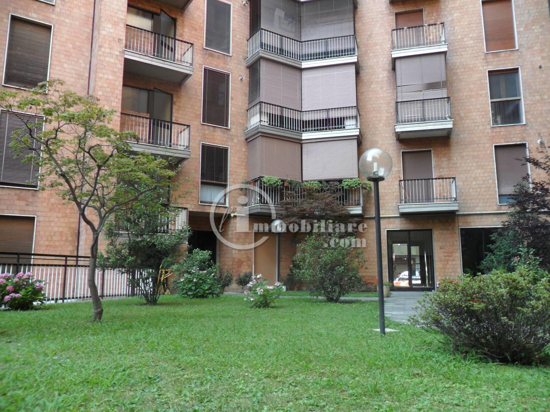 Bilocale Milano Via Lorenteggio 7