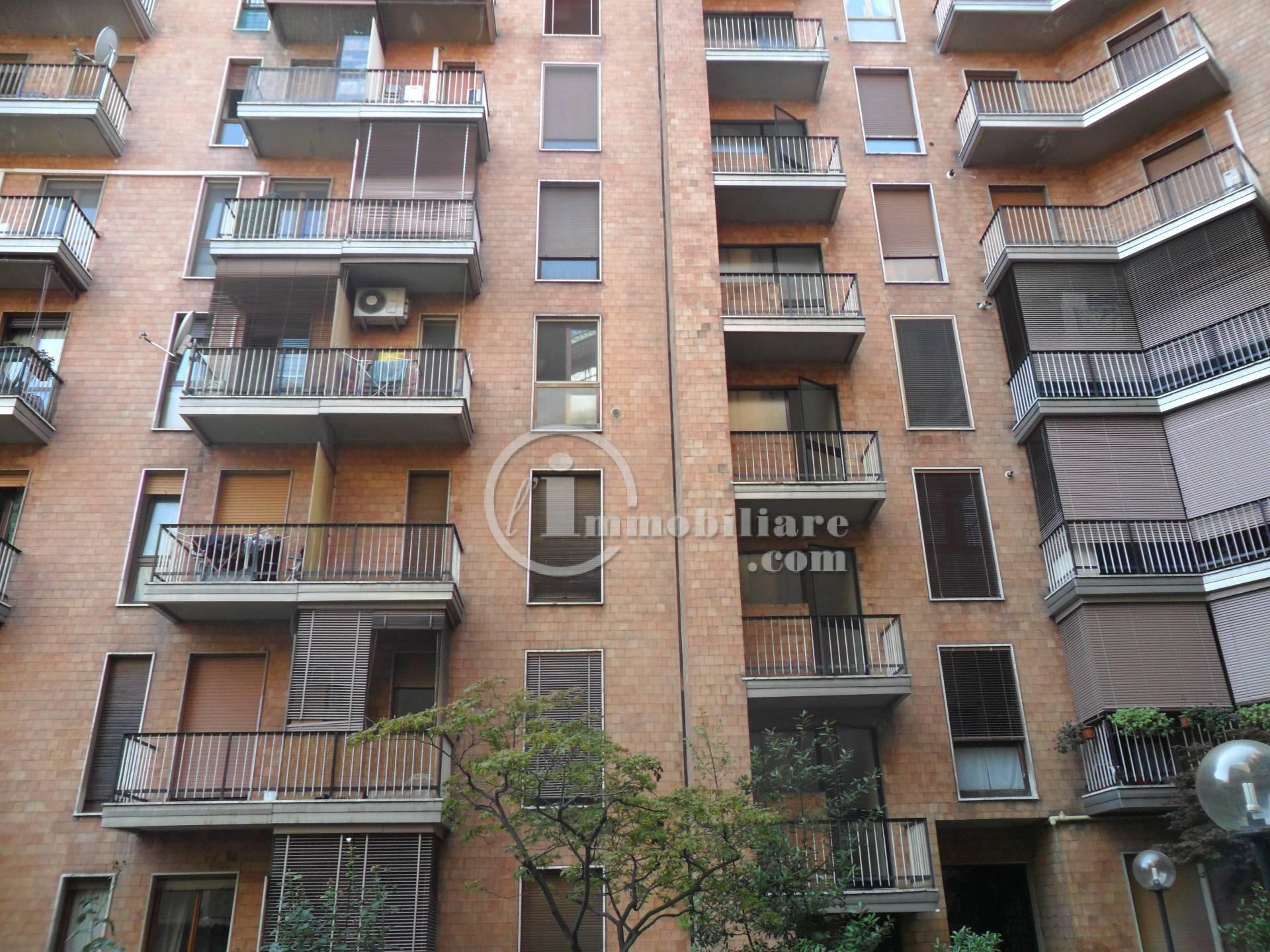 Bilocale Milano Via Lorenteggio 8