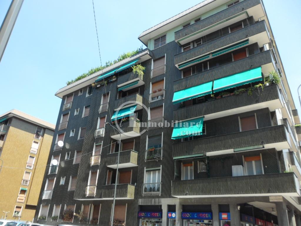 Bilocale Milano Via Lorenteggio 3
