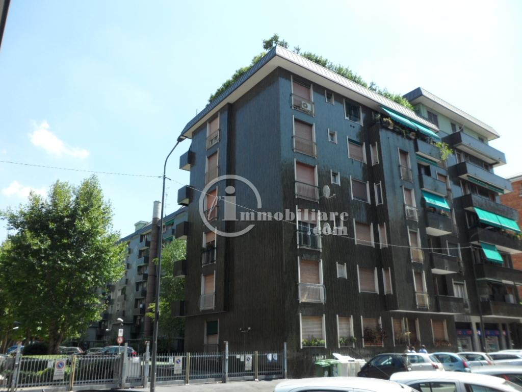 Bilocale Milano Via Lorenteggio 6