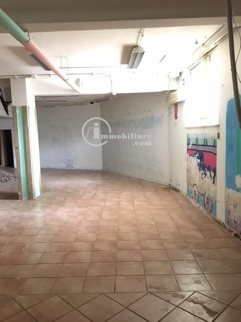 affitto locale commerciale roma pineta sacchetti  3500 euro  500 mq