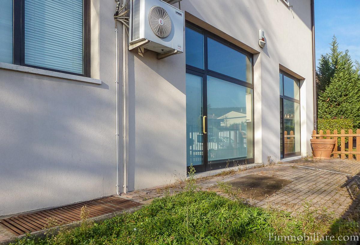 Negozio / Locale in affitto a Verona, 9999 locali, zona Zona: 5 . Quinzano - Pindemonte - Ponte Crencano - Valdonega - Avesa , prezzo € 700 | Cambio Casa.it