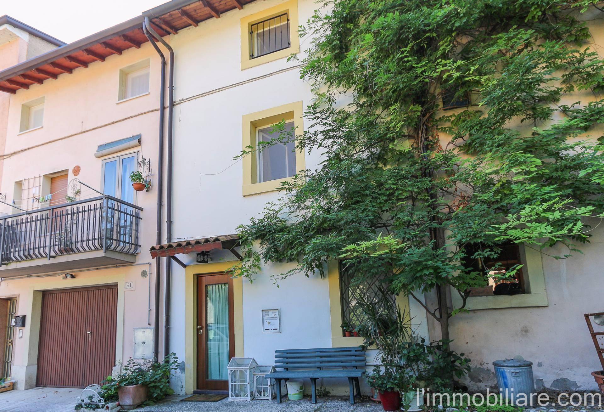 Rustico / Casale in vendita a Verona, 4 locali, zona Zona: 4 . Saval - Borgo Milano - Chievo, prezzo € 210.000 | Cambio Casa.it