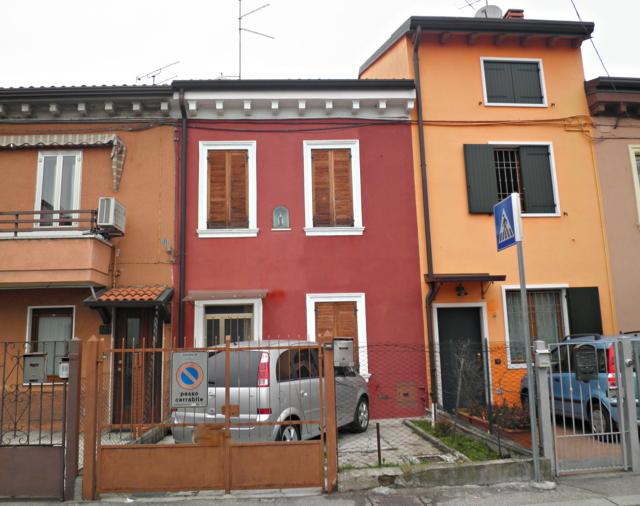 Soluzione Indipendente in vendita a Verona, 5 locali, zona Località: SanMassimo, prezzo € 70.000 | Cambio Casa.it