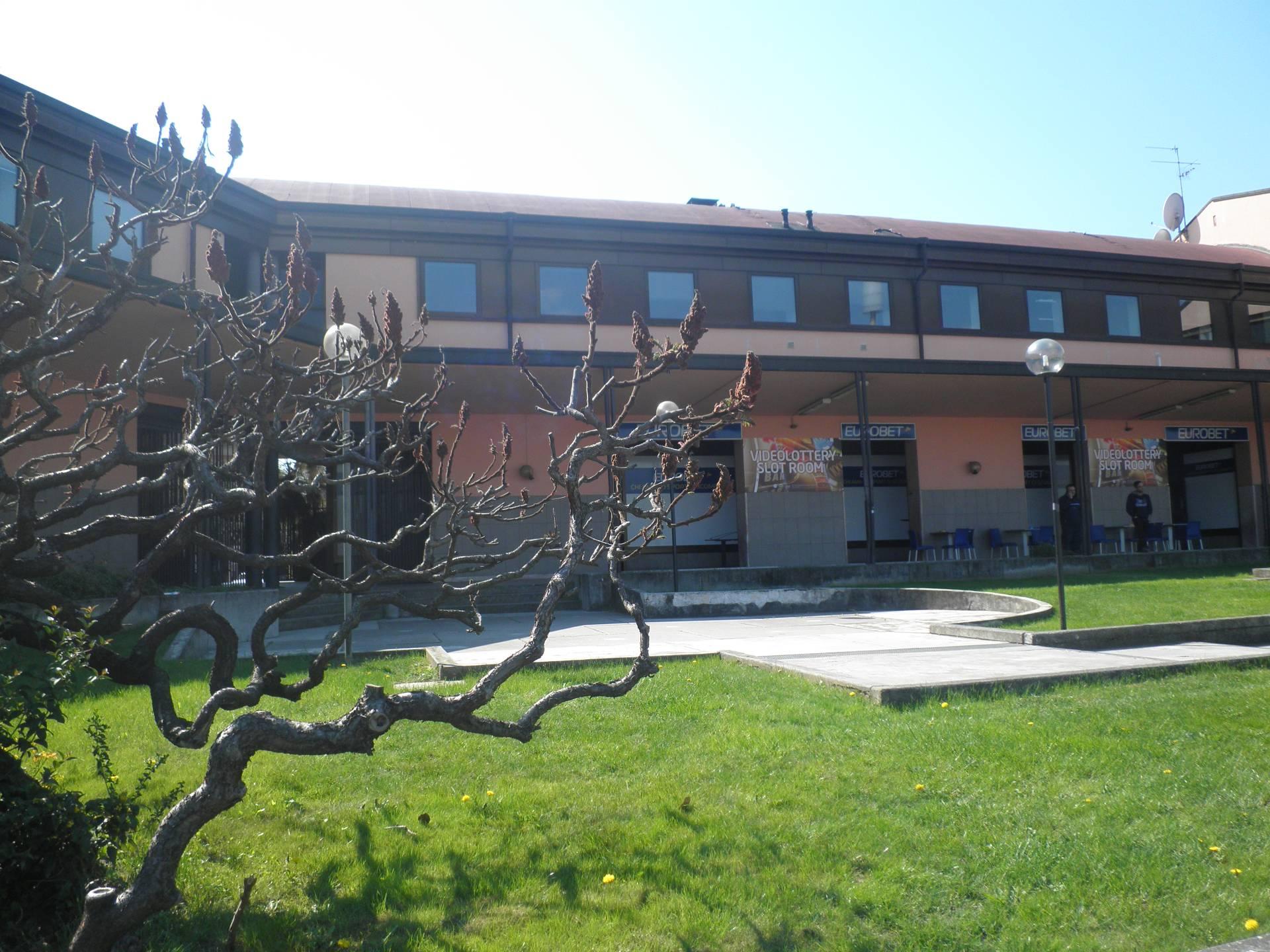 Negozio / Locale in affitto a Verona, 9999 locali, zona Località: S.Lucia, prezzo € 1.200 | Cambio Casa.it