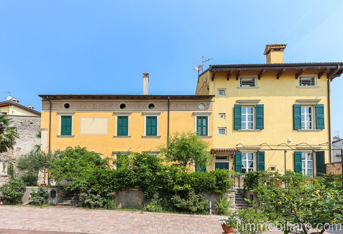 Villa in vendita a Verona, 8 locali, zona Località: Novaglie, prezzo € 650.000 | Cambio Casa.it