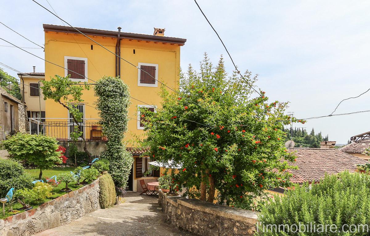 Soluzione Indipendente in vendita a Verona, 5 locali, zona Zona: 5 . Quinzano - Pindemonte - Ponte Crencano - Valdonega - Avesa , prezzo € 298.000 | Cambio Casa.it