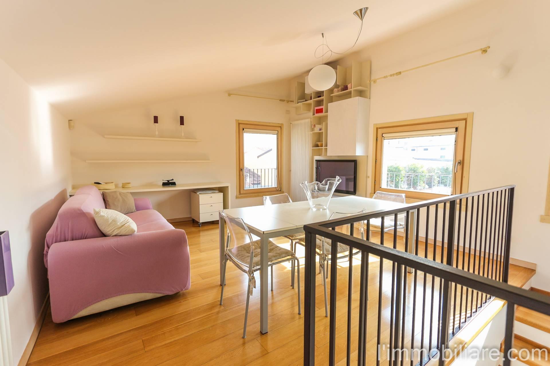 Appartamento in affitto a Verona, 2 locali, zona Località: Centrostorico, prezzo € 900 | CambioCasa.it