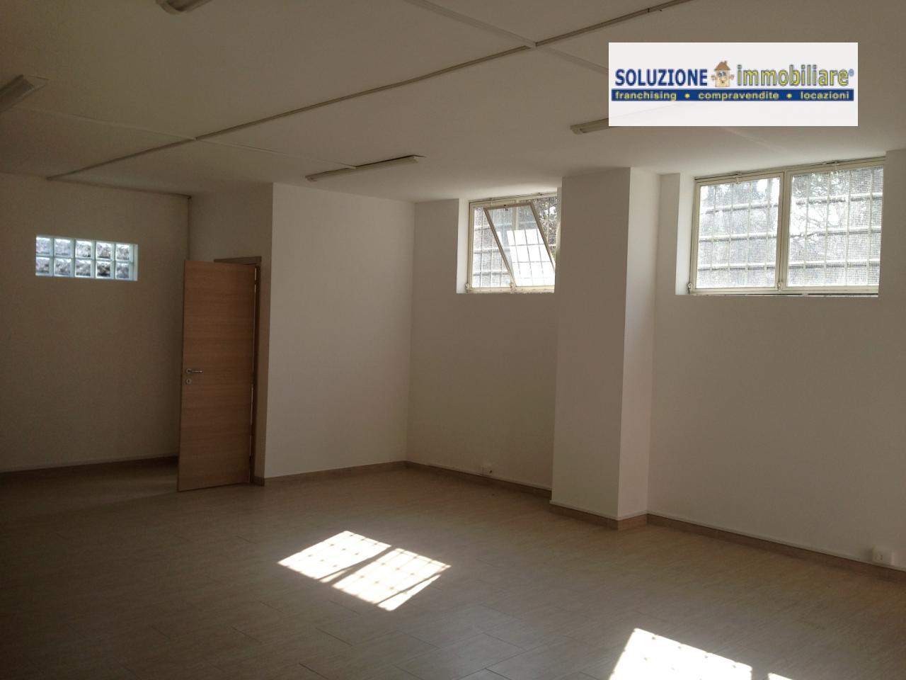 Negozio / Locale in affitto a Chieti, 9999 locali, zona Zona: Semicentro, prezzo € 450 | Cambio Casa.it