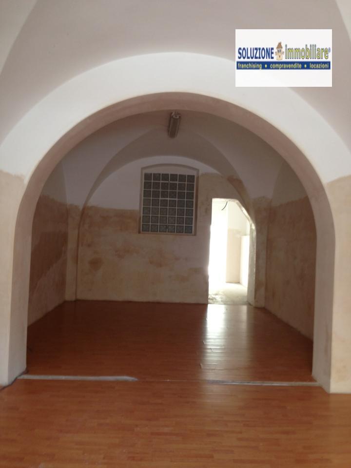 Negozio / Locale in affitto a Chieti, 9999 locali, zona Zona: Stazione, prezzo € 780 | Cambio Casa.it