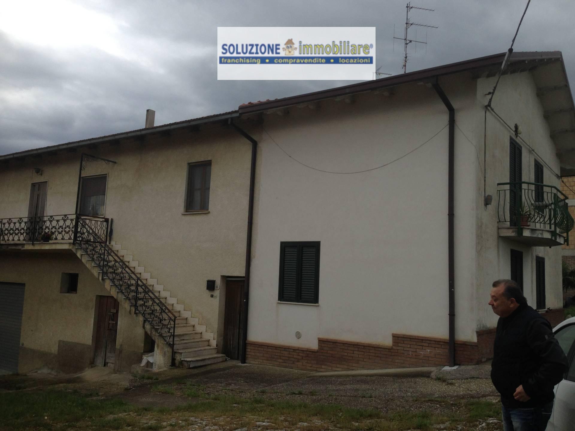 Soluzione Indipendente in vendita a Casalincontrada, 8 locali, prezzo € 150.000 | Cambio Casa.it